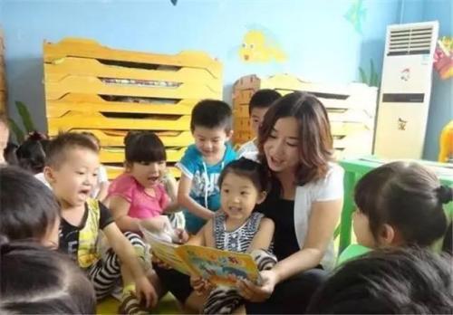 我们幼师也爱着孩子,他们是一群可爱的小天使,我们愿意把所有